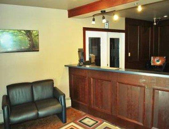 Canadas Best Value Inn & Suites : Front Desk