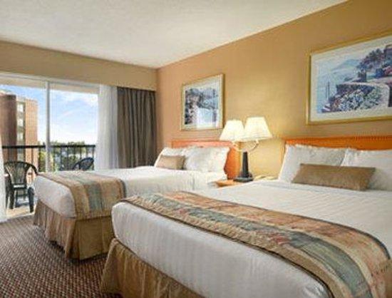 Ramada Victoria: Standard King Bed Room