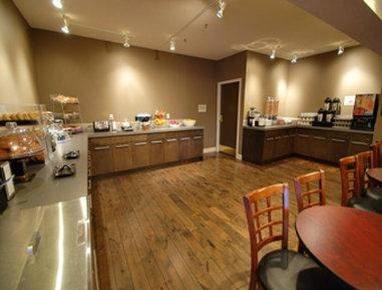 Travelodge Parksville : Breakfast Bar