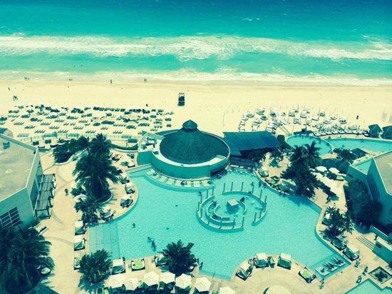 ME Cancun: Full view