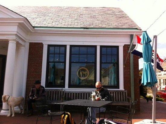 Joe Coffee & Cafe: Joe's patio with people