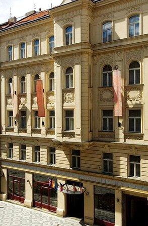 Hotel Caesar Prague: Hotel Exterior
