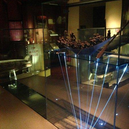 Museo Nacional de Arqueología de Irlanda: National Museum of Archaeology & History