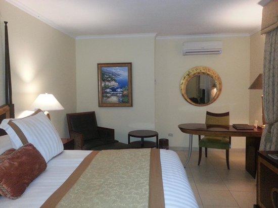 Toscana Inn Hotel: Habitación cama matrimonial