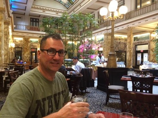 Radisson Lackawanna Station Hotel Scranton: Lobby/Carmen
