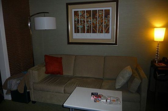 SpringHill Suites Memphis Downtown: sofa bed