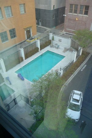 SpringHill Suites Memphis Downtown: swimming pool