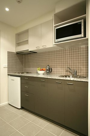 Quest Moonee Valley: Studio Kitchen