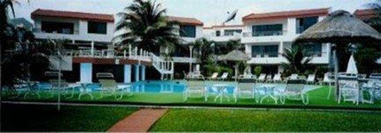 Suites Sina: Outdoor Pool