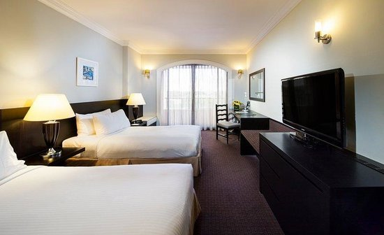 Orchard Parade Hotel by Far East Hospitality : Premier Room (Twin)