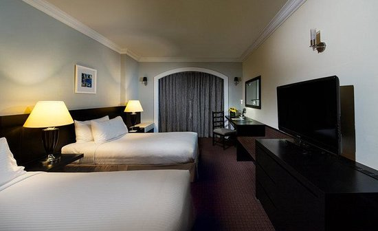 Orchard Parade Hotel by Far East Hospitality : Premier Room Twin Night