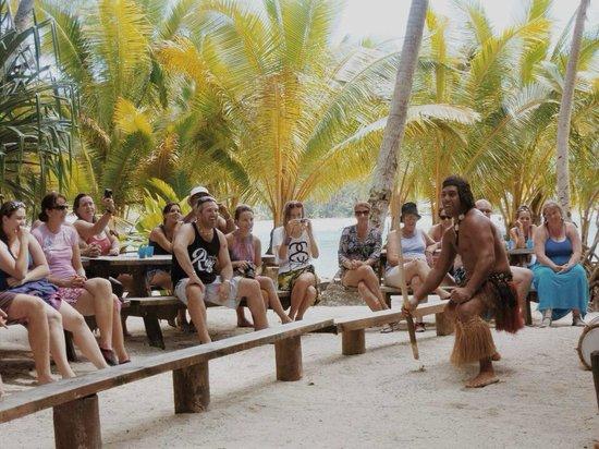Koka Lagoon Cruises: Dancing!