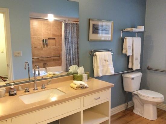 Lodgings at Pioneer Lane : Relaxing bathroom...