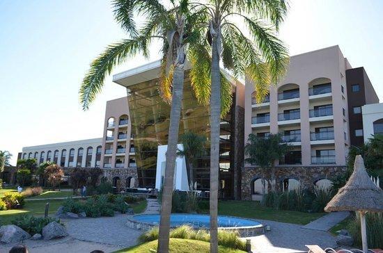Sheraton Colonia Golf & Spa Resort: Vista desde la pileta externa
