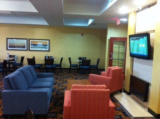 Holiday Inn Express Hotel & Suites Lafayette East : Breakfast Place / Work Room