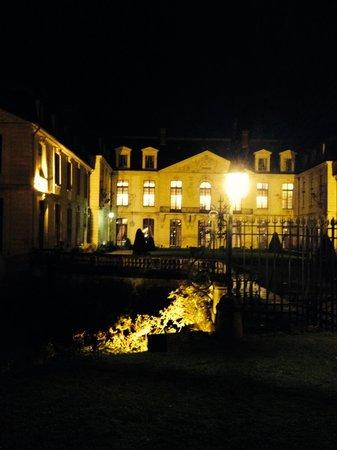 Chateau d'Ermenonville - La Table du Poete : Vue du château
