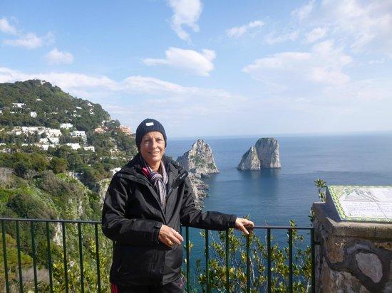 Belvedere di Tragara : Isla de Capri...desde la parte de arriba...