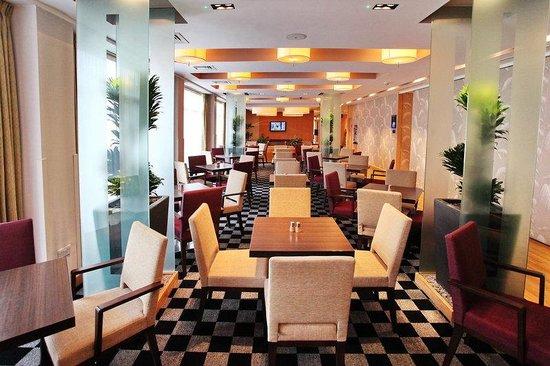 Holiday Inn Express Birmingham, Redditch: Lobby Lounge
