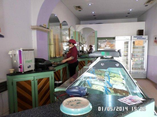 Il Gelato Aresu: Interno gelateria artigianale