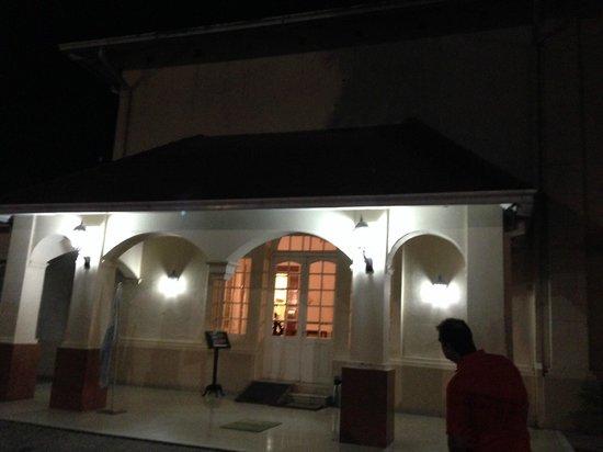 Aguilares, الأرجنتين: Frente del Hotel