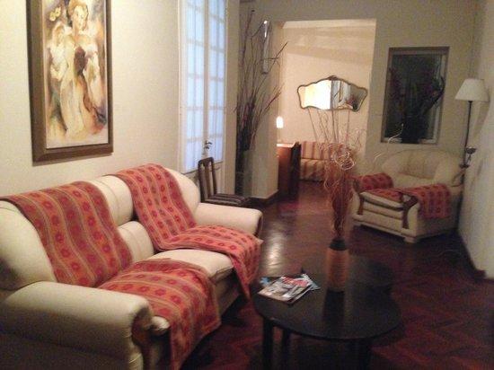 Aguilares, อาร์เจนตินา: Comodo estar delante de las habitaciones