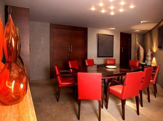 Hotel Square: Meeting Room
