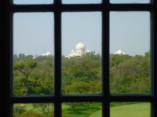 The Oberoi Amarvilas : View framed by window