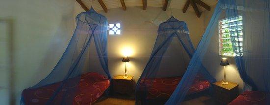 SunSet Surf Camp: Ma chanbre avant qu'elle soit transformée avec grand lit