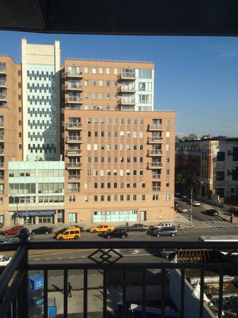 Hotel Le Bleu: Our view, 6th floor, Brooklyn side