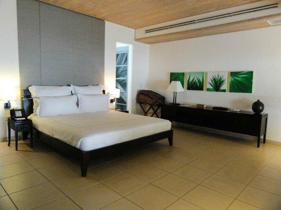 Carlisle Bay Antigua : Ocean view Suite - really modern beautiful rooms
