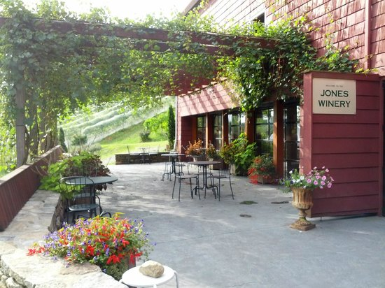 Shelton, CT: Jones Winery Tasting Room in our Historic Dairy Barn