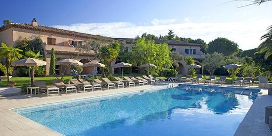 Hôtel La Garbine : piscine