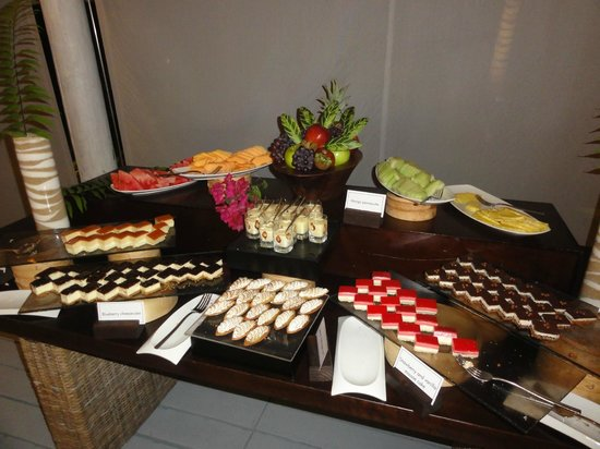 Carlisle Bay Antigua: Desserts at the Caribbean buffet night