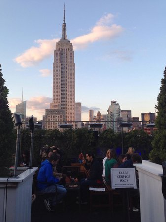 230 FIFTH ROOFTOP BAR NYC: Empire state building