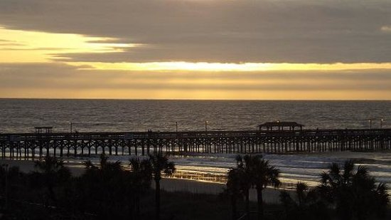 DoubleTree Resort by Hilton Myrtle Beach Oceanfront: Sunrise over the pier at the Springmaid Resort