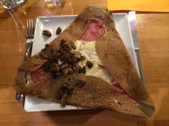 Apres la Pluie: Bacon, champignons, emmental, raclette