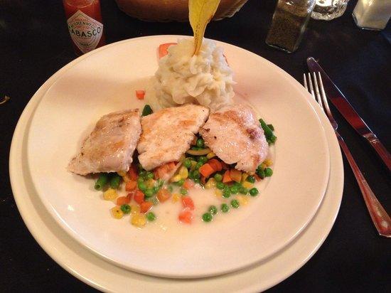 Henry's Restaurant: mahi mahi fish with sesame