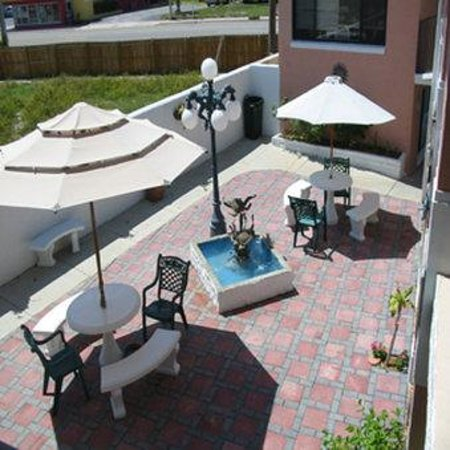 Sierra Suites: Patio