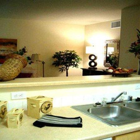 Brooks Landing Apartments: Kitchen