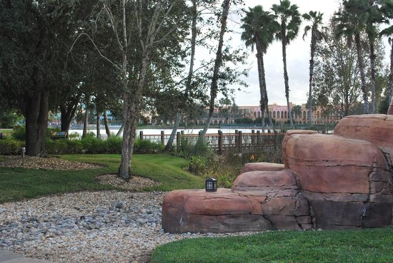 Disney's Coronado Springs Resort: More of the gorgeous grounds and walkways overlooking the lake