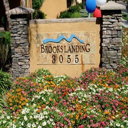 Brooks Landing Apartments: Exterior