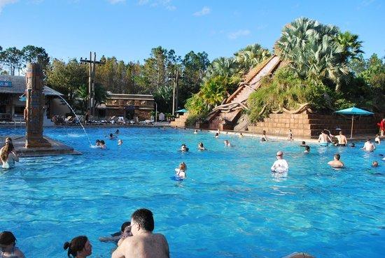 Disney's Coronado Springs Resort: Big, fun main pool