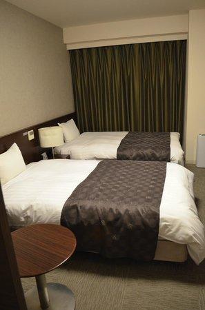 Dormy Inn Kurashiki: Good sized beds