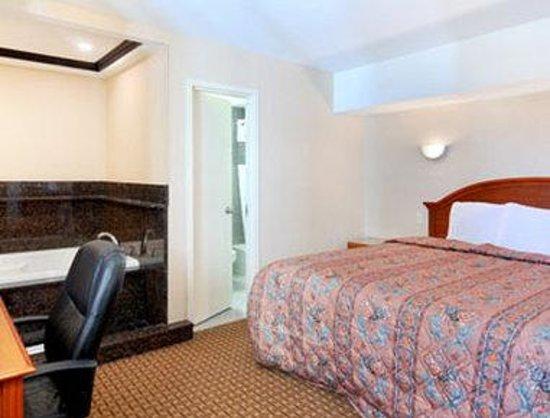 Days Inn Long Island/Copiague : Jacuzzi Suite