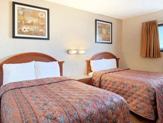 Days Inn Long Island/Copiague : Standard Two Double Bed Room