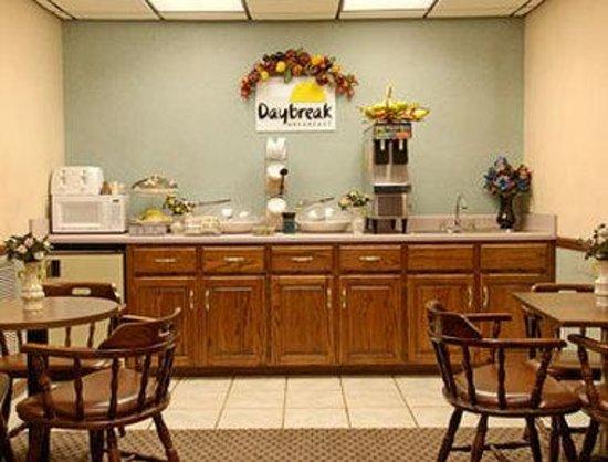 Days Inn Troy: Breakfast Area