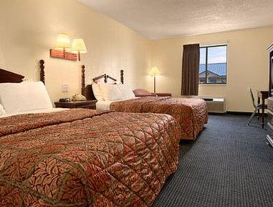 Days Inn Troy: Deluxe Two Double Bed Suite