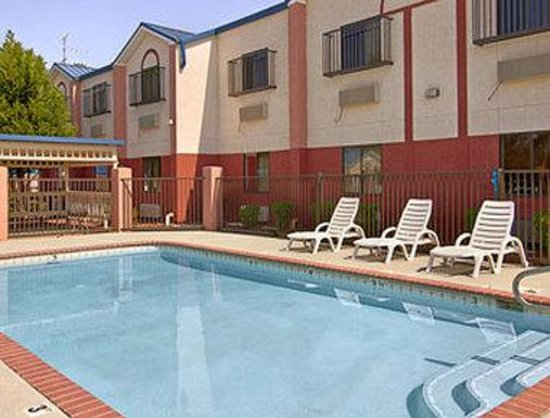 Days Inn Troy: Pool