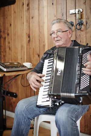 Politini's Vineyard: piano accordian