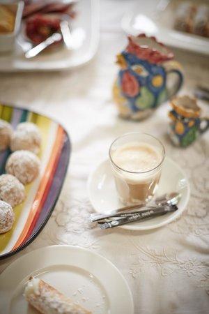 Politini's Vineyard: morning tea